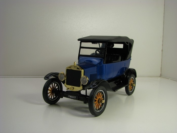 Ford Model T Touring 1925 Blue 1:24 Motor Max